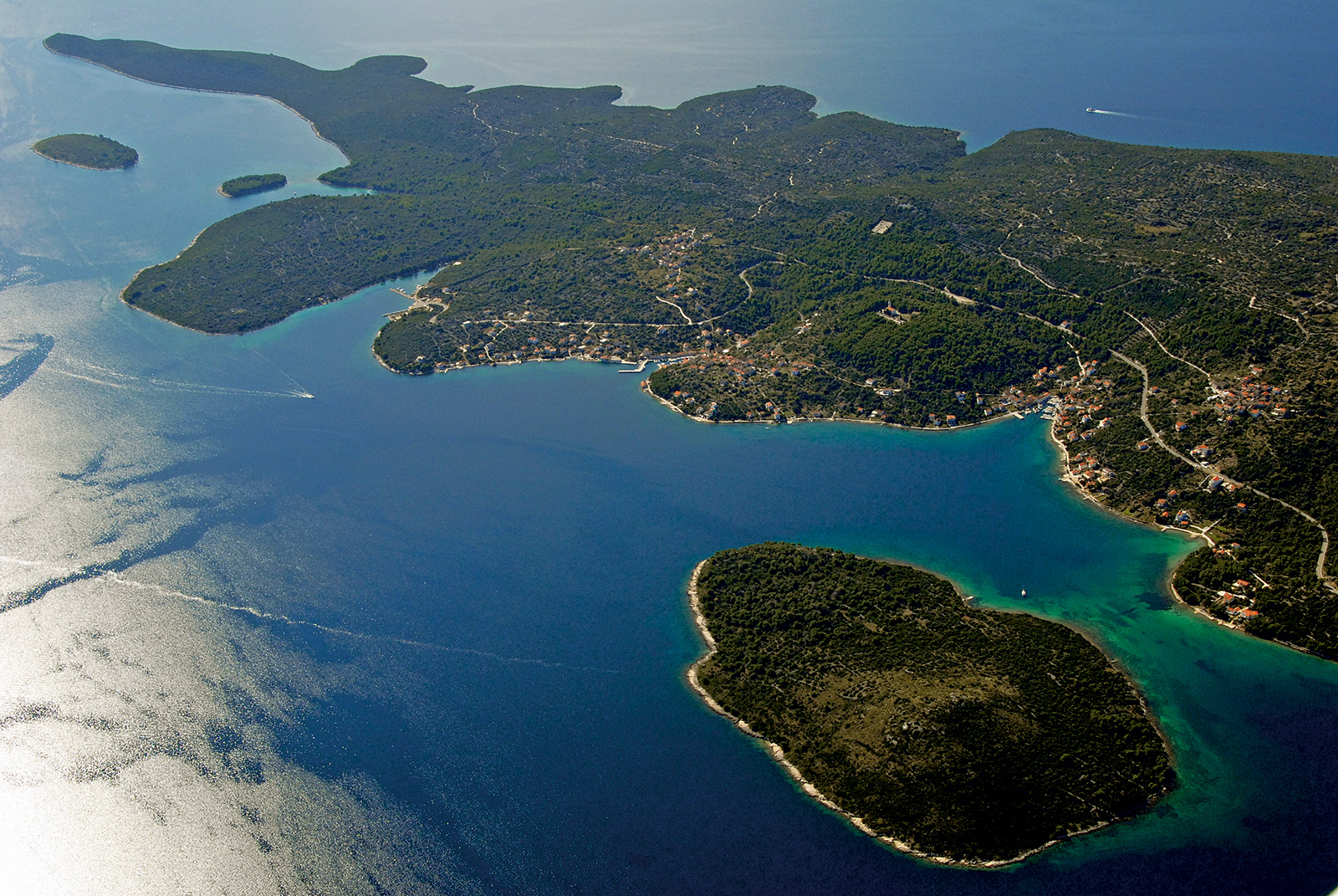 Croatia Sailing Destinations - Iz